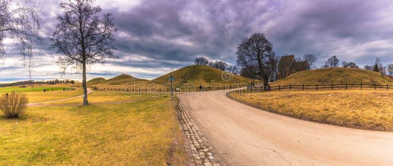 Vecchio Upsala - 8 aprile 2017: Tombe di Viking di vecchio Upsala, Swe immagini stock libere da diritti