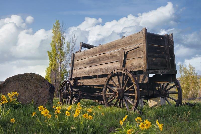 Vecchio vagone al ranch dell'azienda agricola immagine stock