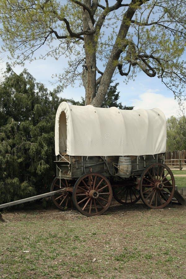 Vecchio vagone coperto ad ovest fotografia stock