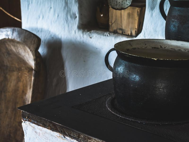 Vecchio vaso di attrezzatura domestica fotografia stock