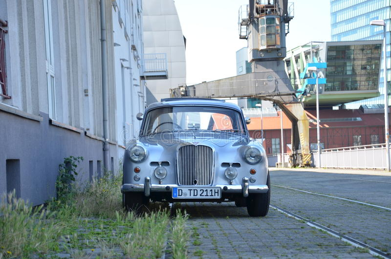 Vecchio veicolo di trasporto del metallo fotografia stock