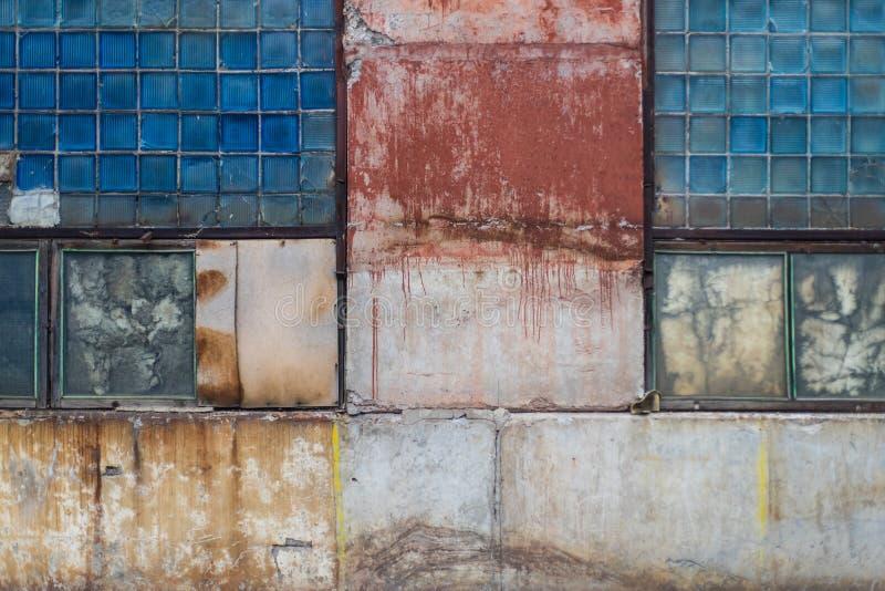 Vecchio vetro grungy del blocco e struttura concreta dipinta del magazzino dall'URSS immagine stock libera da diritti