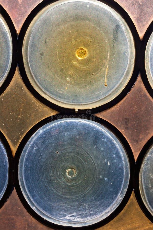 Vecchio vetro macchiato - chiesa antica della finestra immagine stock libera da diritti