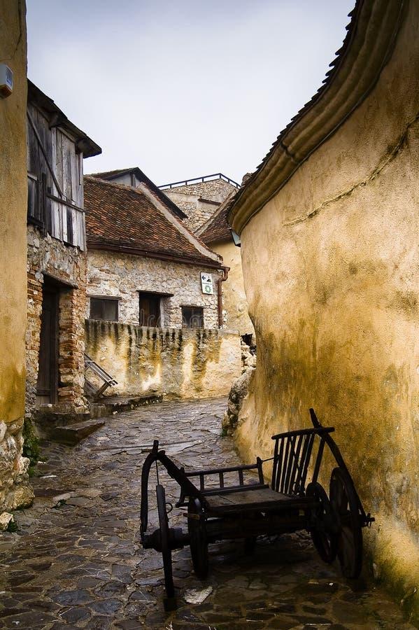 Vecchio vicolo in Romania immagini stock