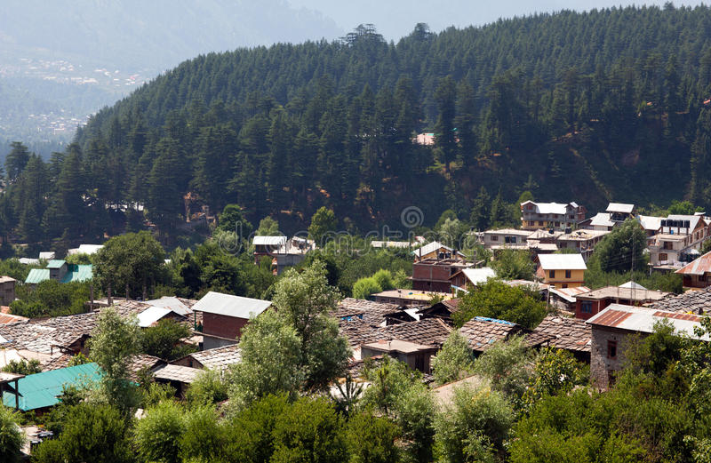 Vecchio villaggio di Manali in valle di Kullu, India immagine stock libera da diritti