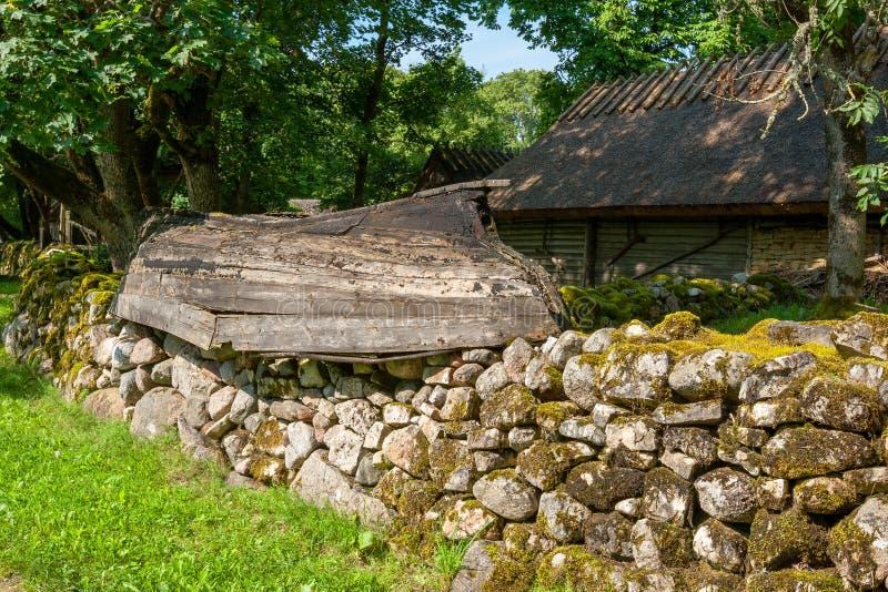 Vecchio villaggio Isola di Saaremaa, Estonia immagine stock libera da diritti