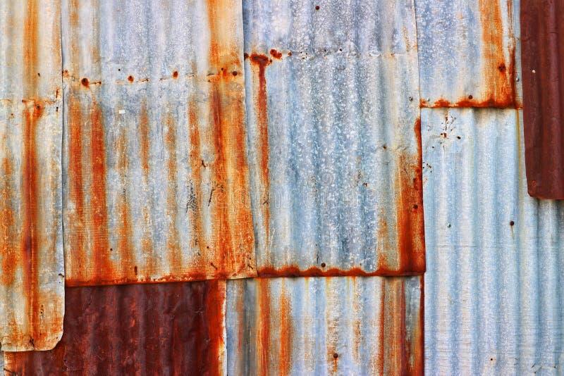 Vecchio zinco impilato insieme a ruggine, immagini per gli ambiti di provenienza astratti fotografia stock