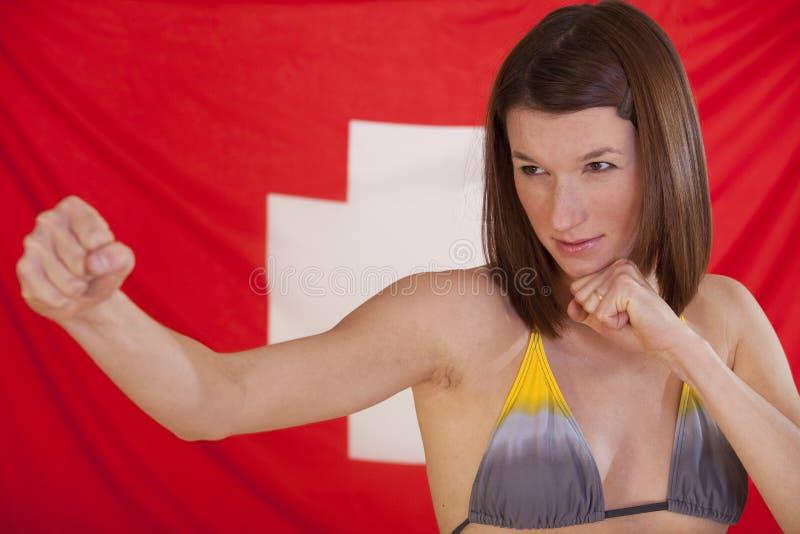 Vechtende vrouw over Zwitserse vlag royalty-vrije stock afbeeldingen