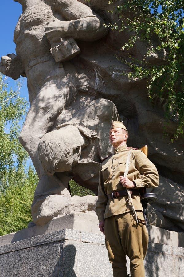 Vechter van Rood Leger in de vorm van tijden van Wereldoorlog II bij h stock fotografie