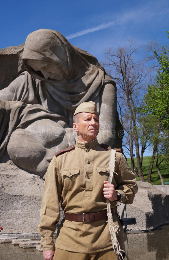 Vechter van Rood Leger in de vorm van tijden van Wereldoorlog II bij h royalty-vrije stock afbeeldingen