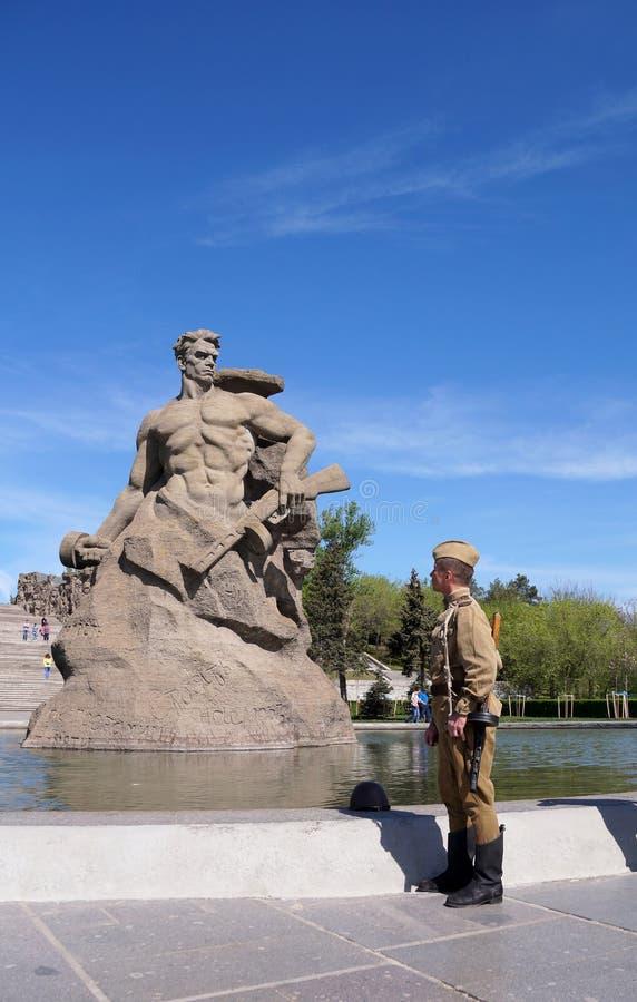 Vechter van Rood Leger in de vorm van tijden van Wereldoorlog II met Th stock afbeelding