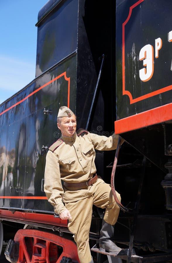 Vechter van Rood Leger in de vorm van tijden van Wereldoorlog II op FO stock afbeelding