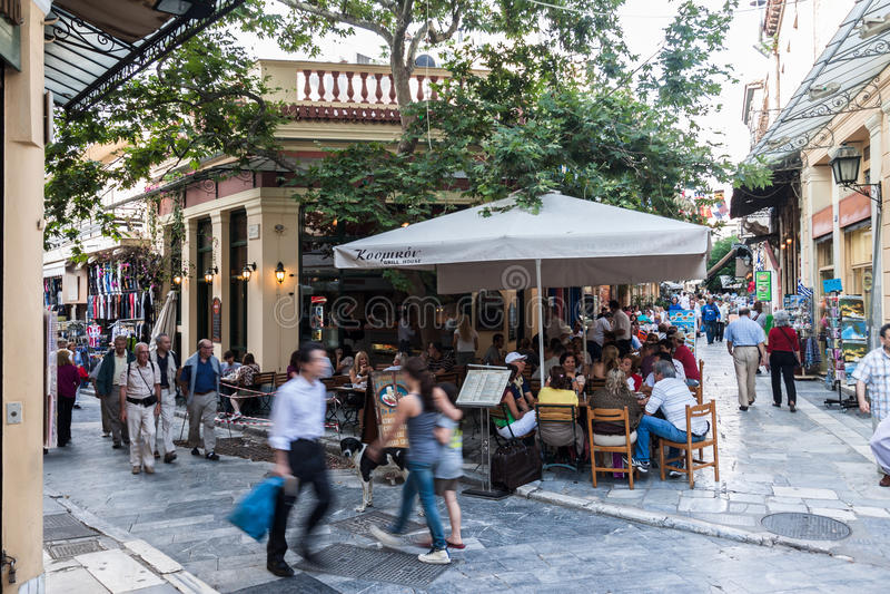 Vecindad atenas grecia de plaka foto de archivo editorial for Oficina de turismo de grecia