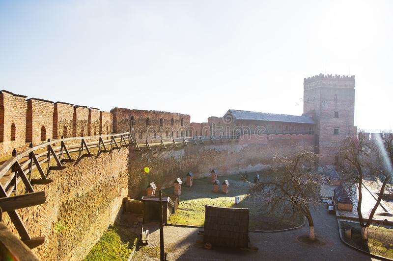 Vecindad del castillo viejo de Lubart en Lutsk soleado fotos de archivo libres de regalías