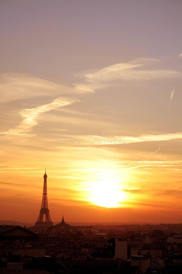 Vecindad del effel de París en la puesta del sol fotos de archivo libres de regalías