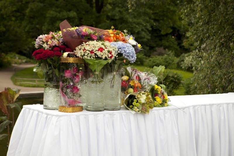 Vector con las flores en los parques para los regalos imágenes de archivo libres de regalías