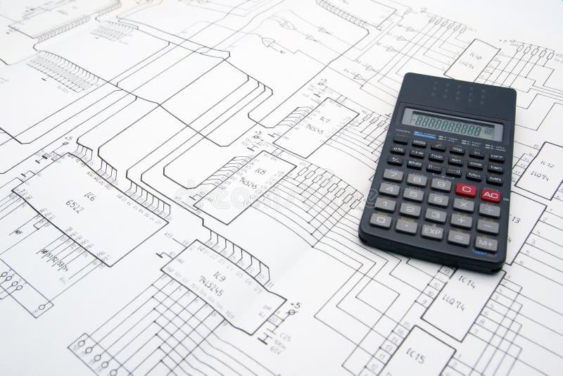 Vector del ingeniero con los diagramas esquemáticos y la calculadora imágenes de archivo libres de regalías