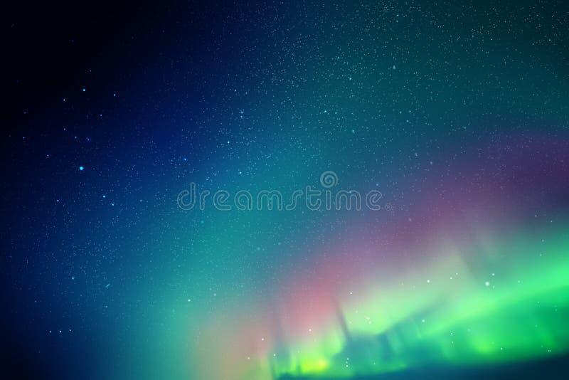 Vector a ilustração com o céu e aurora boreal estrelados bonitos ilustração stock