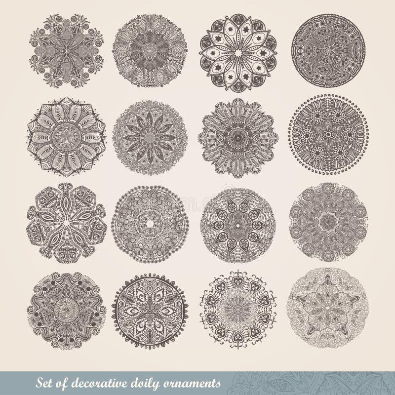 Vector indische Verzierung, kaleidoskopisches Blumenmuster, Mandala Satz Spitze mit sechzehn Verzierungen dekoratives rundes Spit lizenzfreie abbildung
