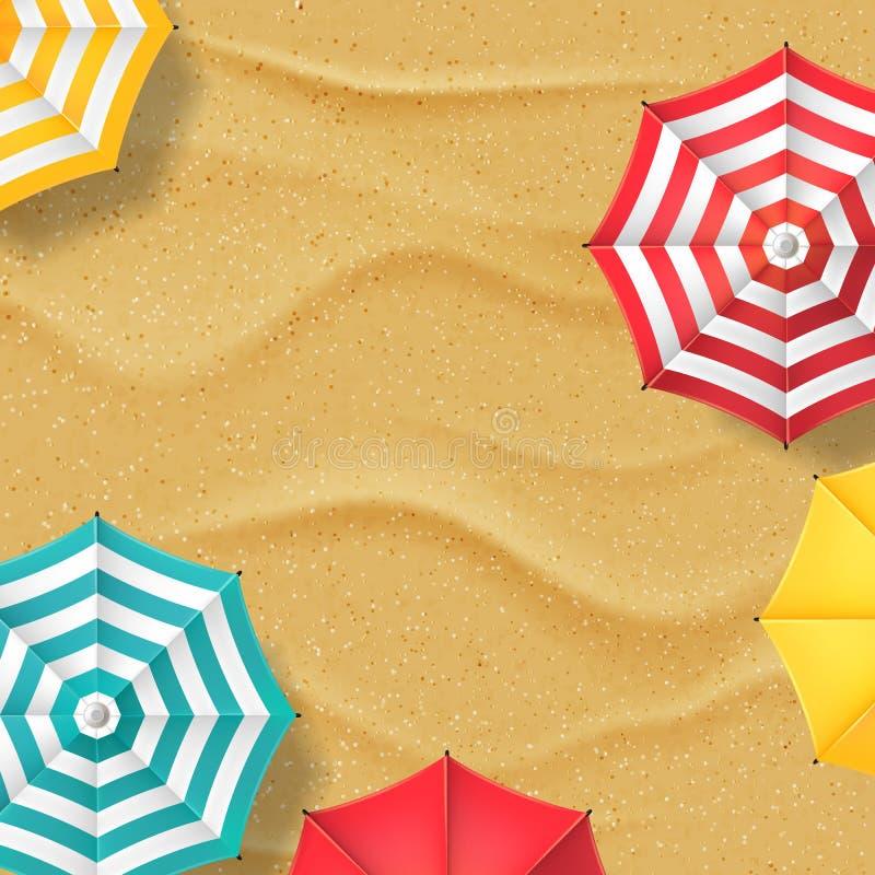 Vector l'illustrazione della spiaggia di sabbia e degli ombrelli a strisce multicolori Fondo dell'insegna di vacanze estive di vi illustrazione di stock