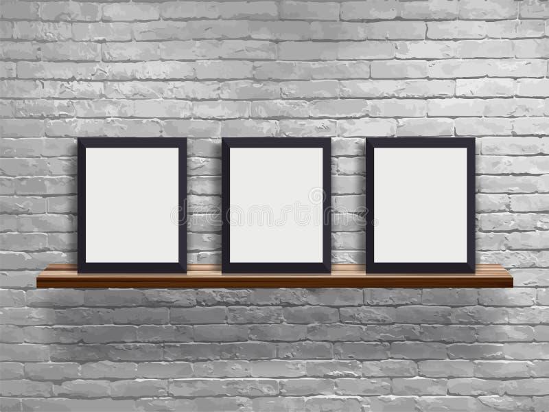 Vector la mofa encima del marco en blanco tres en el estante de madera con la pared de ladrillo blanca ilustración del vector