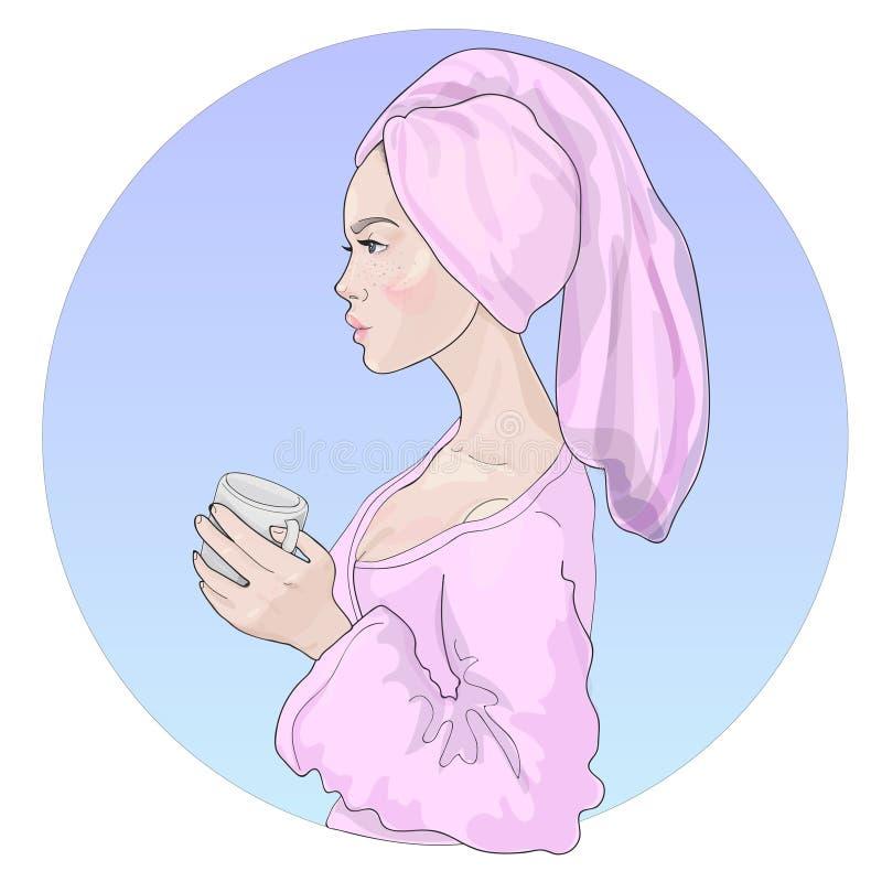 Vector a menina bonita com pele saudável brilhante em um roupão com uma toalha em sua cabeça e com uma caneca da bebida ilustração stock