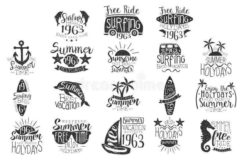Vector met hand getrokken emblemen voor de zomervakantie die wordt geplaatst Zwart-wit dolfijnen, zonnebril, surfplank, bestelwag royalty-vrije illustratie