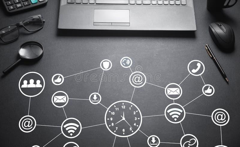 Vector moderne illustratie in vlakke stijl met de mannelijke chronometer van de handholding Sociaal netwerk Bedrijfs concept stock afbeelding