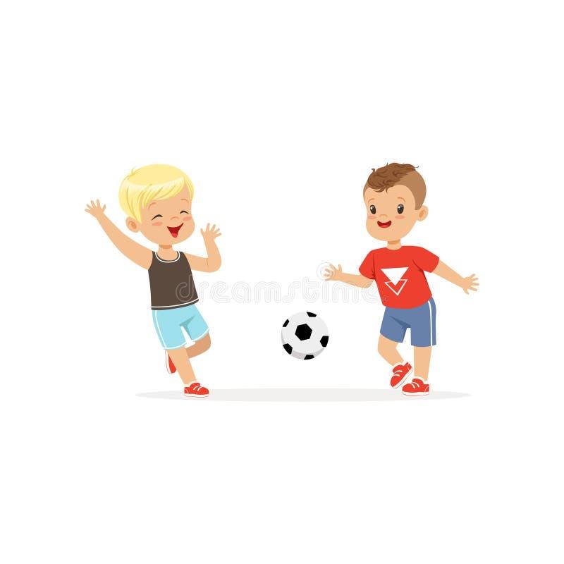 Vector plano de dos niños pequeños que juegan al fútbol aislado en blanco Niños que golpean el balón de fútbol con el pie el uno  libre illustration