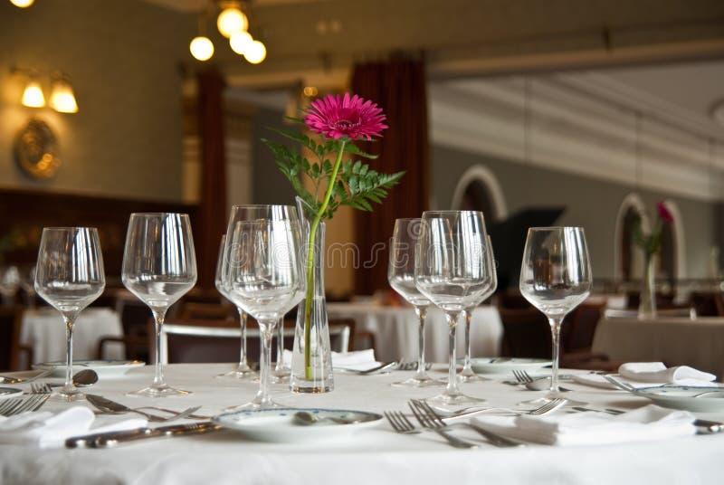 Vector romántico del restaurante fotografía de archivo libre de regalías