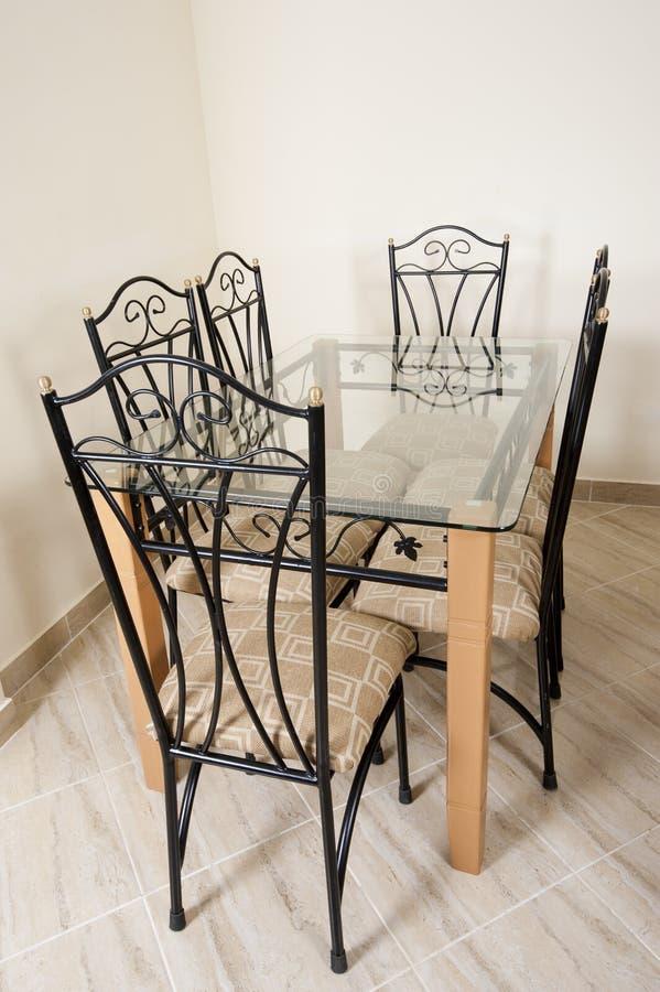Vector y sillas grandes de cena en una casa fotografía de archivo libre de regalías