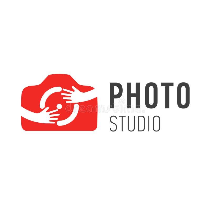 Vectorembleem voor fotograaf Het vectorsymbool van de de fotocamera van het embleemontwerp met handen Het koesteren van het symbo royalty-vrije illustratie