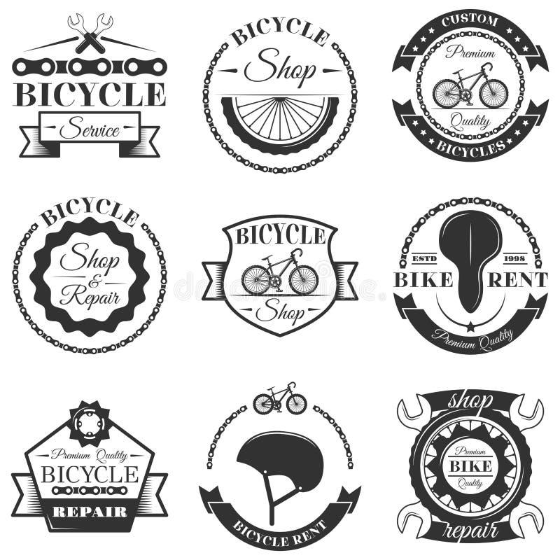 Vectorreeks de etiketten van de fietsreparatiewerkplaats en ontwerpelementen in uitstekende zwart-witte stijl Fietsembleem stock illustratie
