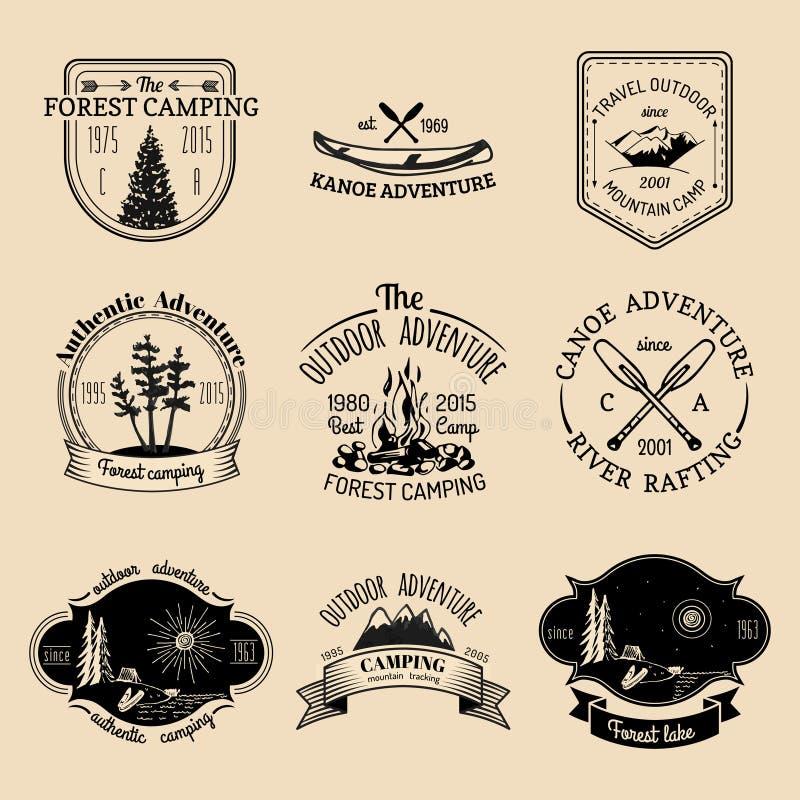 Vectorreeks uitstekende het kamperen emblemen Retro tekensinzameling van openluchtavonturen stock illustratie