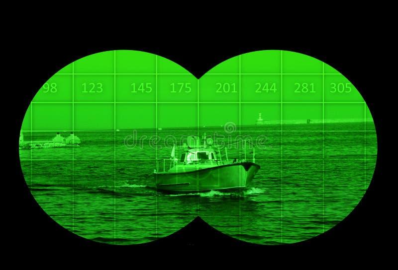 Vedette sur la mer par la vision nocturne photographie stock libre de droits