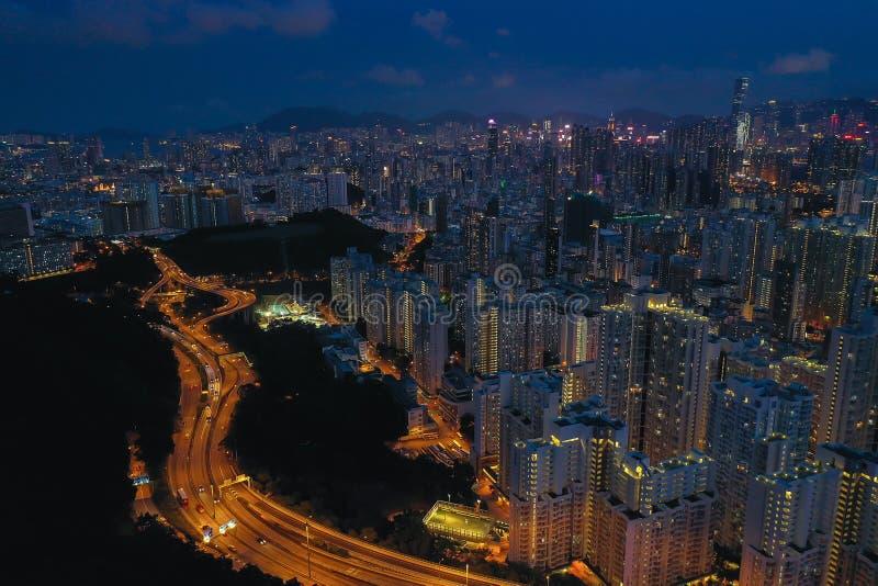 Veduta aerea della città di Hong Kong al crepuscolo fotografie stock