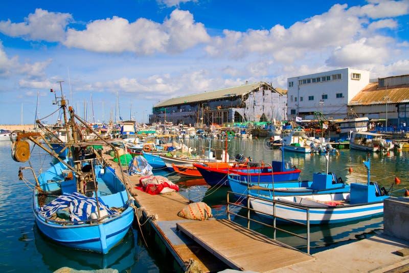 Veel boten in schilderachtige haven van Tel Aviv stock afbeeldingen