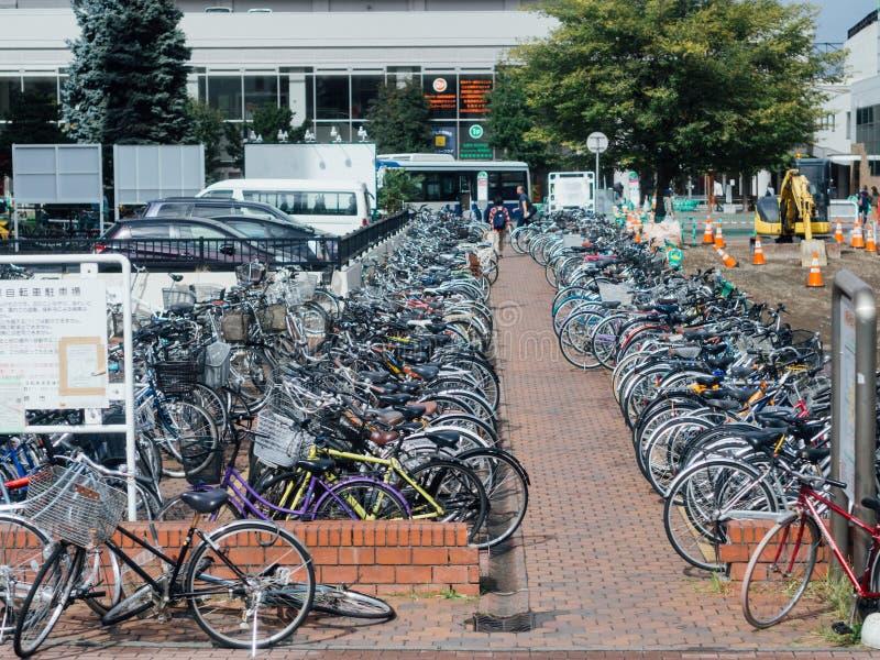 Veel fietsen bij fietsparkeren in Sapporo, Hokkaido, Japan royalty-vrije stock fotografie