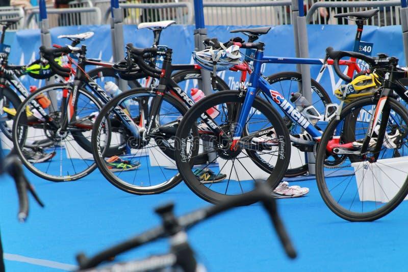 Veel fietsen in de overgangsstreek stock afbeelding