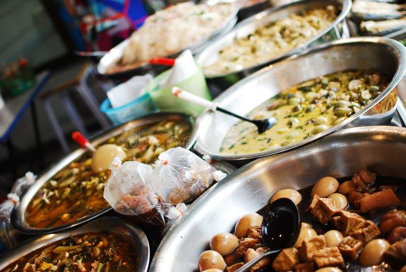 Veel soort Thais voedsel in verse markt royalty-vrije stock afbeeldingen