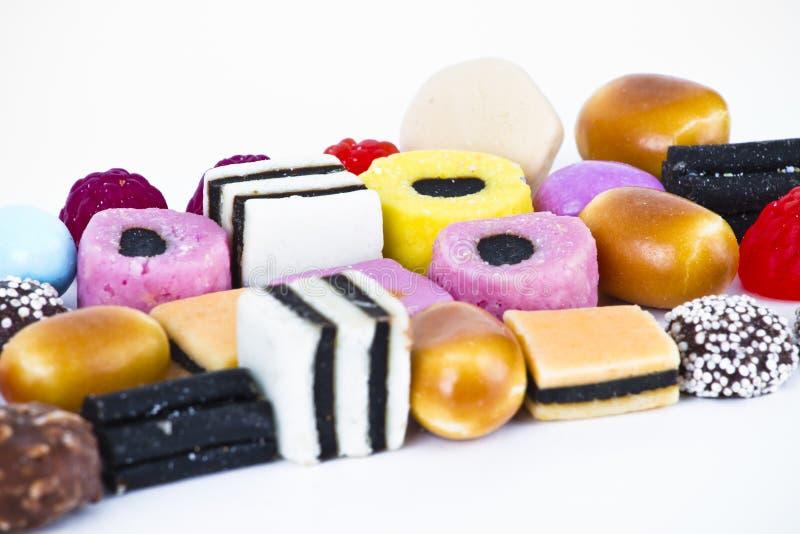 Veel suikergoed op witte achtergrond. De snacks van het fruit royalty-vrije stock fotografie