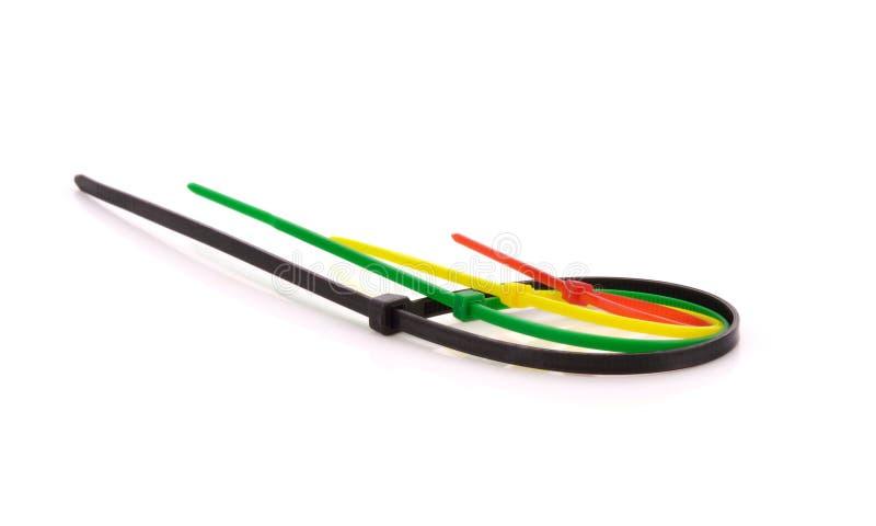 Veelkleurige Nylon Kabelbanden op witte achtergrond stock fotografie