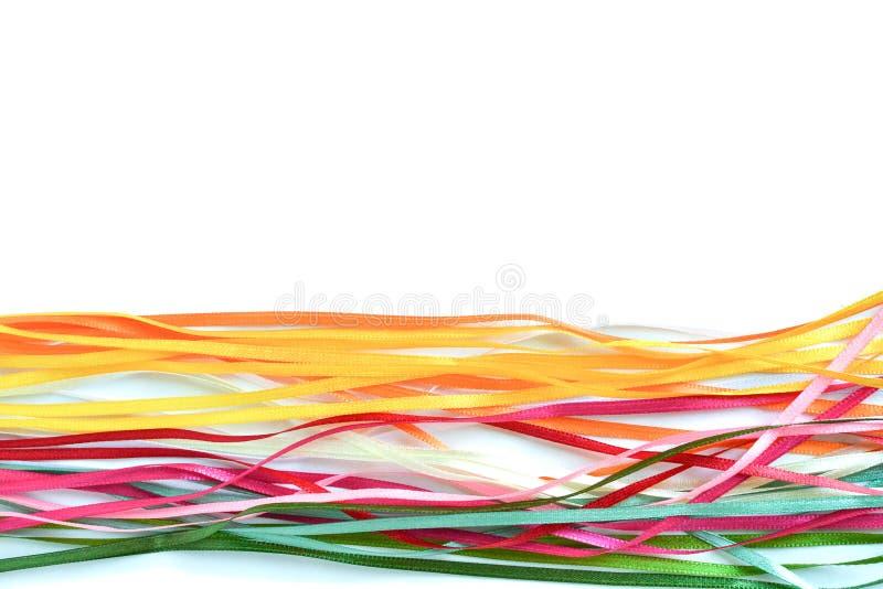 Veelkleurige satijn en zijdelinten voor creativiteit met een plaats voor een inschrijving stock foto's