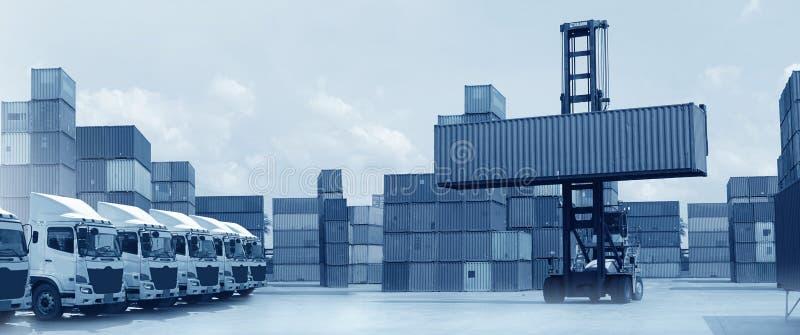 Veelvoudige blootstelling van zaken die, logistiek, overal de industrieachtergrond verschepen royalty-vrije stock afbeeldingen