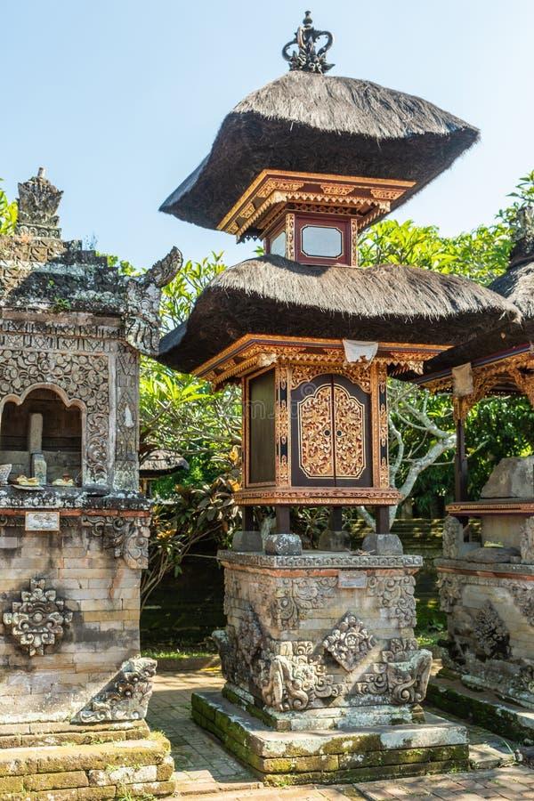 Veelvoudige kleine heiligdommen bij Batuan-tempel, Ubud, Bali Indonesi? stock fotografie