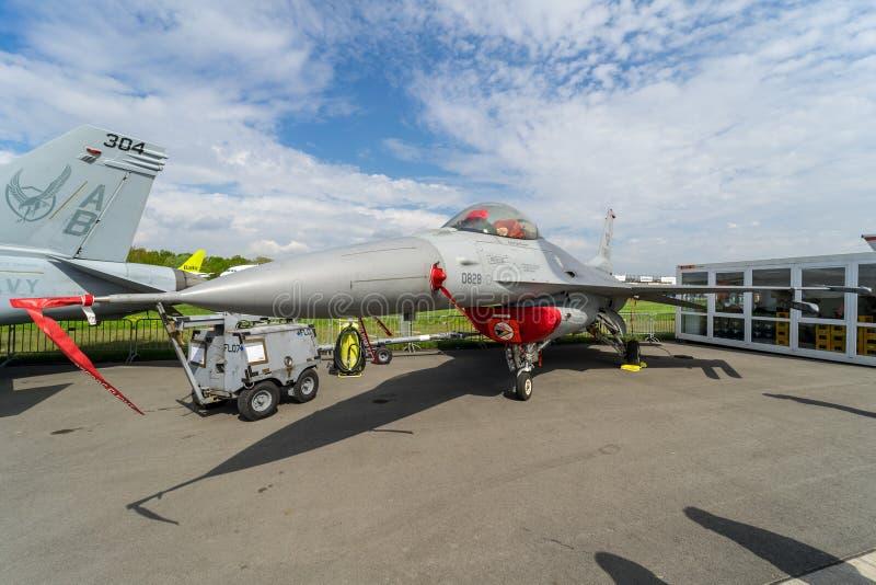 Veelzijdige vechter, F-16 van de de vechters Algemene Dynamica van de luchtsuperioriteit het Vechten Valk stock fotografie