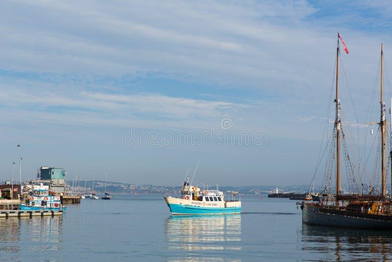 Veerboot in Brixham-haven Devon royalty-vrije stock foto's