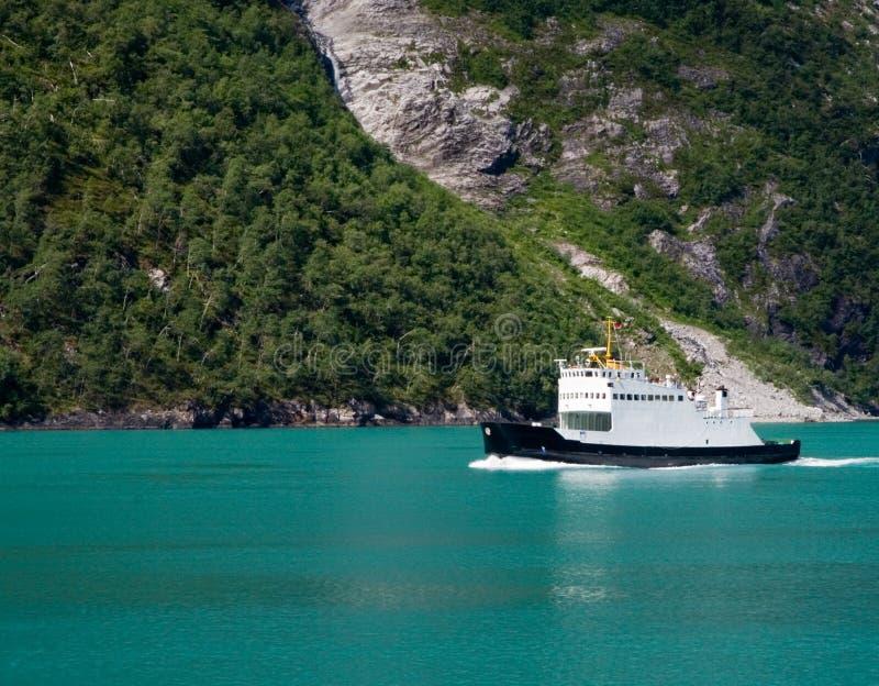 Veerboot in Fjord Geiranger stock foto