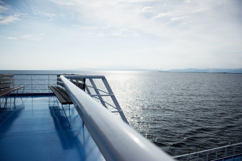 Veerboot in het overzees royalty-vrije stock foto's
