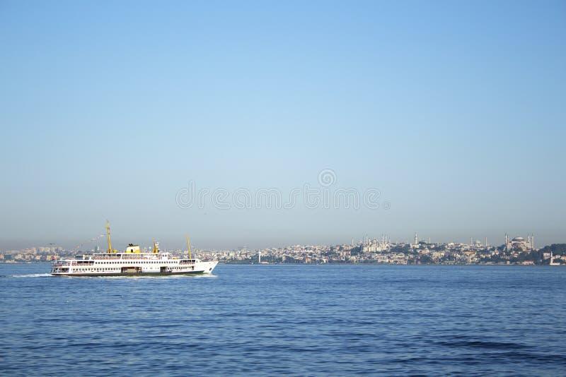 Veerboot in Istanboel Bosphorus stock afbeelding